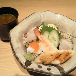 お寿司屋さんのランチは新鮮な魚がお値打ちで食べれるのでうれ…