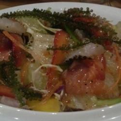 ・海ぶどう海鮮サラダ  プチプチ系が好きなので、沖縄に来た…