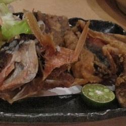 ・グルクン唐揚げ  沖縄の県魚   たんぱくな白身魚で癖が…
