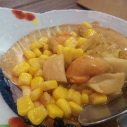 ホタテの貝がお皿になって出てきます。 ホタテの旨味がたっぷ…