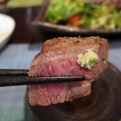 ジューシーな食感がたまらなくうまい和牛ステーキでした