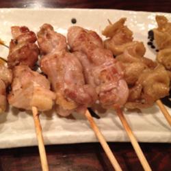 鶏皮のパリパリが美味しかったです。焼き鳥の定番。