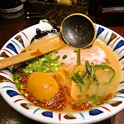 とんこつベースのスープが味玉にしみていて、とてもおいしかっ…