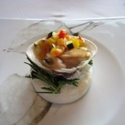 蛤の身がとてもプリプリです。 野菜も彩りが良く、とてもヘル…