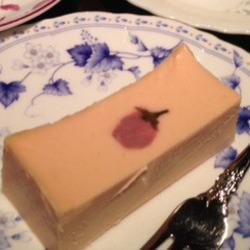 春の限定商品でした。ほんのりピンク色のチーズケーキ!可愛い…