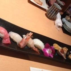 天神にある「ひょうたん寿司」にいってきました。「板さんのお…