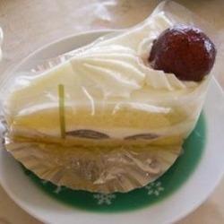 「今この時期だけ」につられて購入したケーキ。 巨峰を生クリ…