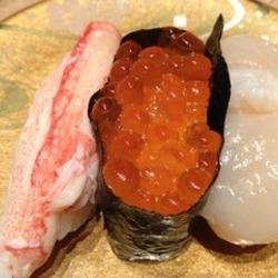 風味豊かな蟹、たっぷり乗ったいくらとプリプリ厚めの帆立のセ…