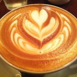 夜はバーになっているようですが、カフェ使いもOKとの事でカフ…