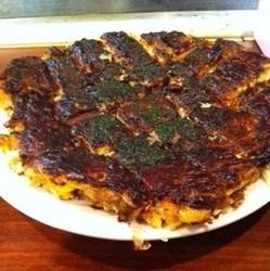 関西風お好み焼に近いが、ちょっと違う食感です。 ボリューム…