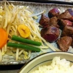 お肉が柔らかくおいしいし、一口サイズなので食べやすいです。