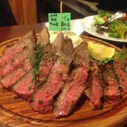 ステーキボードからお肉を選ぶと…焼く前に見せてもらえます。…