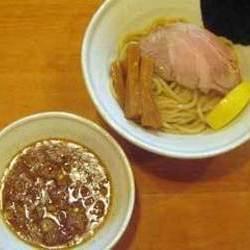 存在感のある自家製太麺と濃厚和風豚骨魚介スープ。コシのある…