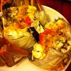期間限定の上海蟹のせいろ蒸し。メスの卵が美味です。