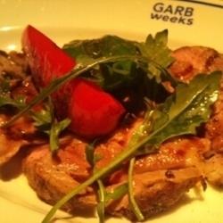 お肉!と、食べごたえ満点な逸品。つけあわせ野菜の旨味がでて…