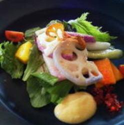 ランチ利用しました。湘南の野菜たっぷりのサラダ、野菜の味が…