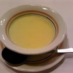 どこか昔懐かしいコーンスープ。とうもろこしの甘みとざらざら…
